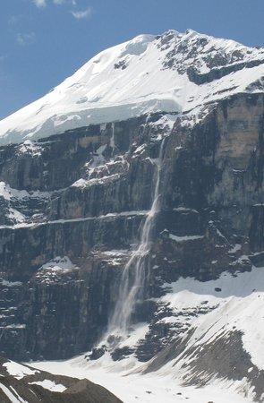 Plain of Six Glaciers Tea House: Avalanche