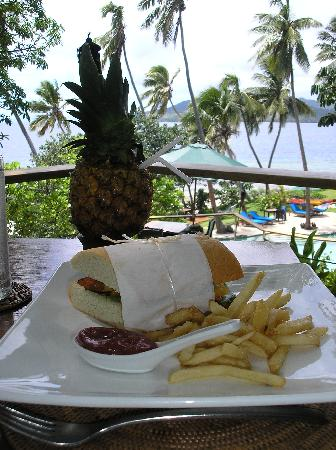 Royal Davui Island Resort: delicious lunch and cocktail