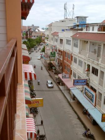 Amici Miei Hotel: Street view Soi Banzaan