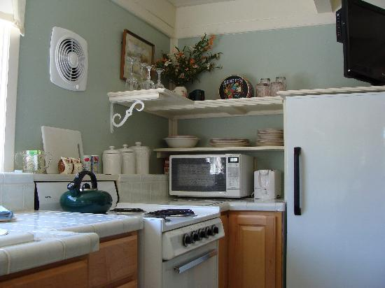 Ada's Place: appliances and dishes