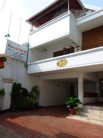 Vasco Da Gama Inn: Hotel faces quiet side street
