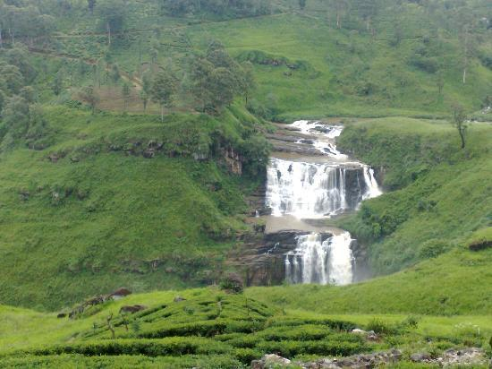 Heritance Tea Factory: Waterfall on the way