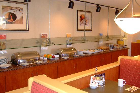 Courtyard by Marriott Riverside UCR/Moreno Valley Area: Breakfast buffet