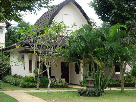 Lombok Garden Hotel: Nice scenery with traditional house