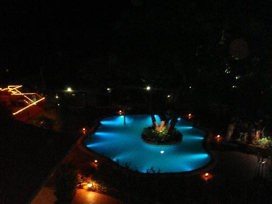 Saket Plaza: Swimming Pool at night