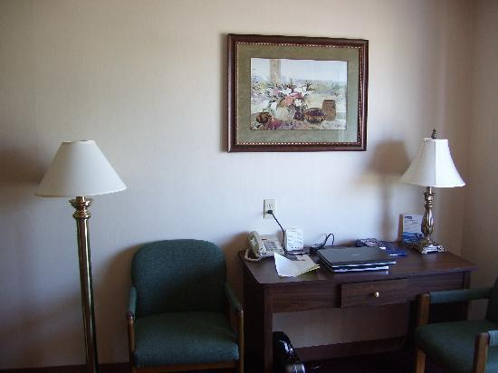 BEST WESTERN PLUS City Center: desk area