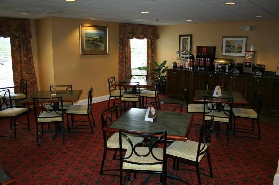 Comfort Suites at the University: Breakfast Area