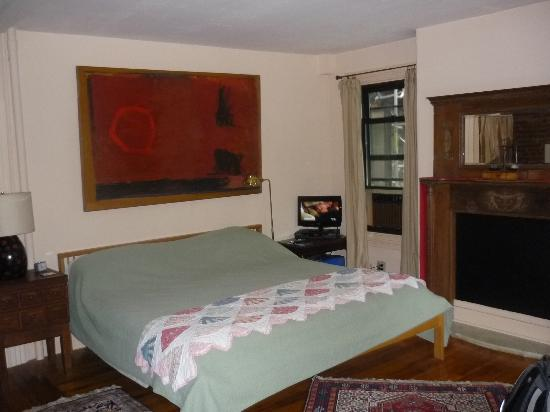 Montgomery Place: Lovely big bed!