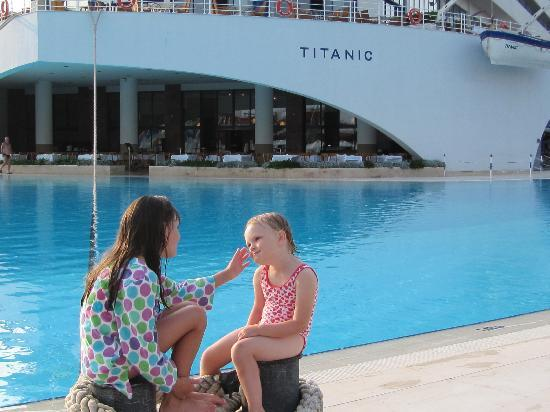 Titanic Beach Lara Hotel: main pool