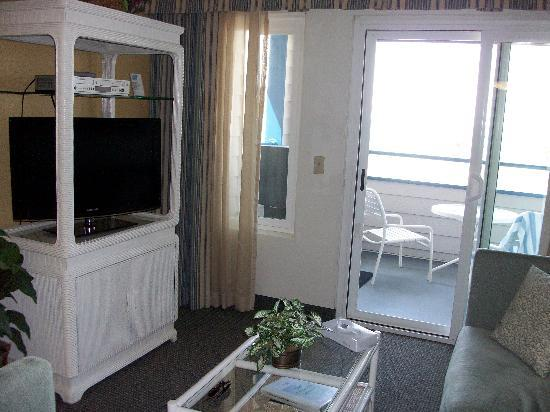 Capistrano Surfside Inn: Living room with beach view
