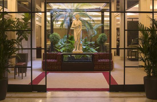 entrance hotel dei borgognoni rome