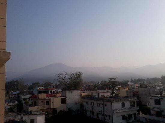 Haldwani, Indien: View of hills in the morning