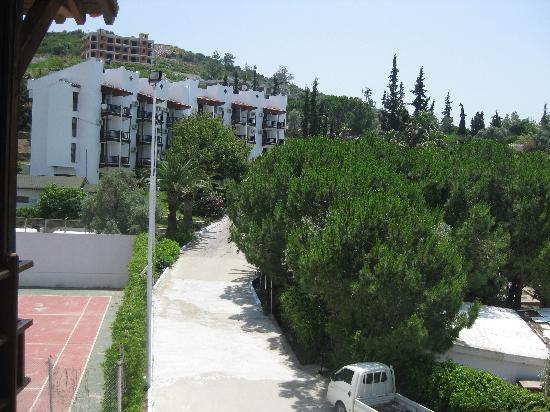 Hotel Mavi Holiday Village : block of room of which 4 or could get villa