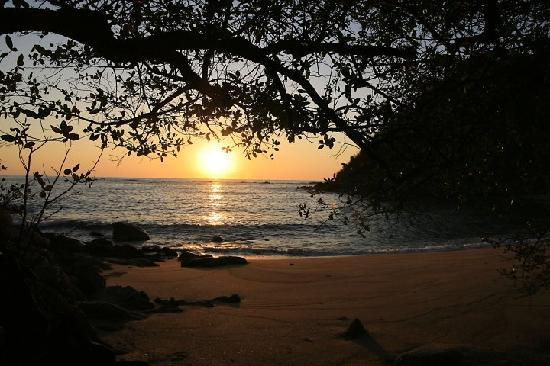 Agua Azul La Villa: beach at sunrise