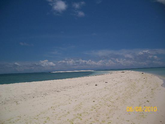 Secret Cove Beach Resort: White Island 10 min by boat