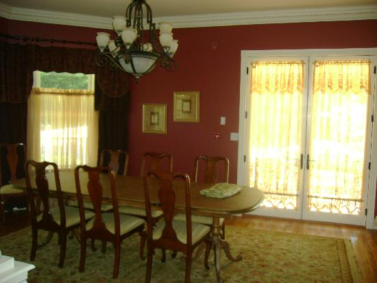 Amber House Bed and Breakfast : dining room, very elegant
