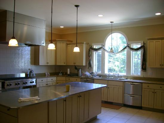 Amber House Bed and Breakfast: dream kitchen
