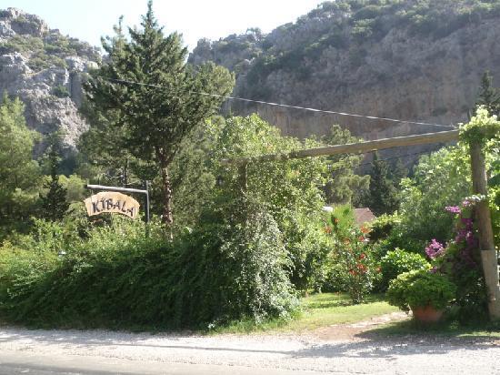 Kibala Hotel: entrance