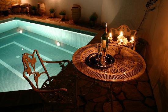 The Quaich - 3 stone villa cottages and pool: Poolside dining