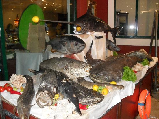 Delphin Palace Hotel: Fish night in main restaurant