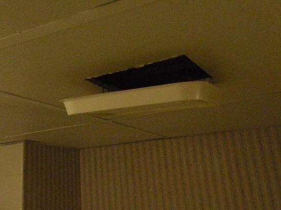 Motel 6 Philadelphia,PA-Brooklawn: bathroom fan falling down