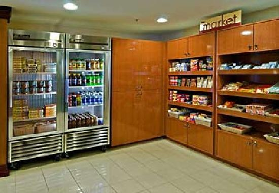 Fairfield Inn St. George: Shop at our market for that midnight snack or last minute breakfast!