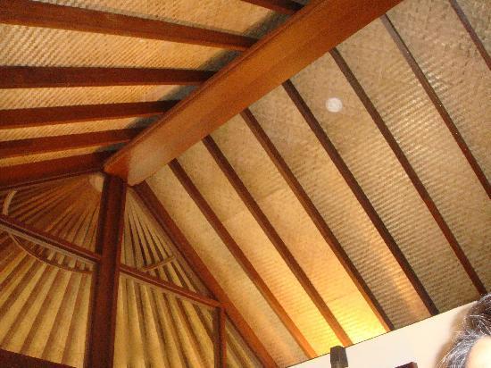 Four Seasons Resort Maldives at Kuda Huraa: thatched ceiling of bathroom