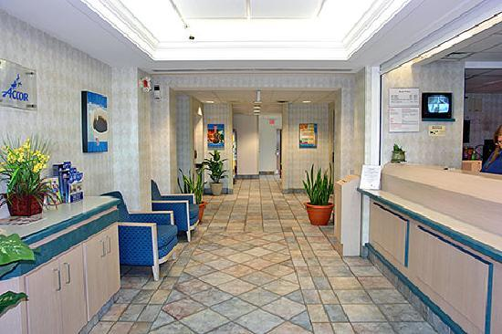 Motel 6 Toronto Brampton: The lobby