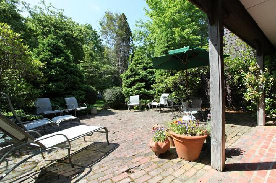 Nauset House Inn : the patio
