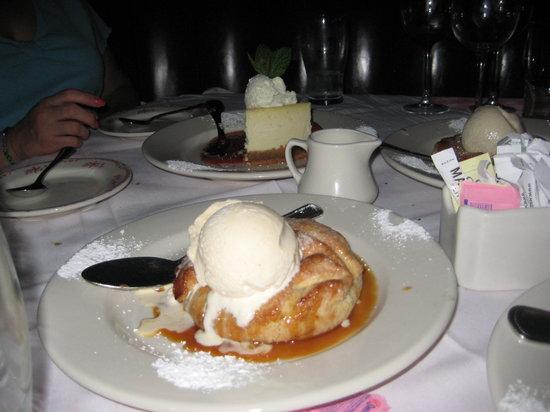 Maggiano's Little Italy : apple  dessert