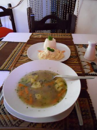 El Batan del Inka Cusco: Sopa de quinoa and pure de tarwi