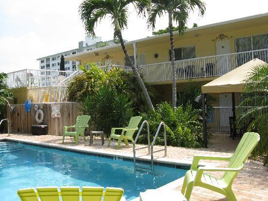 Cocobelle Resort: pool and resort