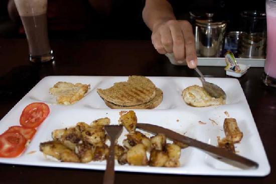 Green Hotel : canadian breakfast