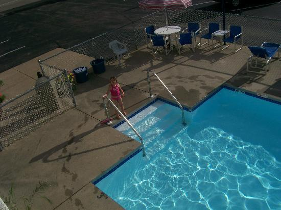 Fields Park Motel: pool