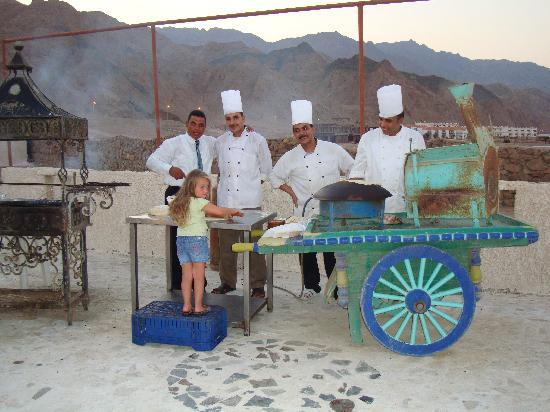 Daniela Village Dahab: Making bread with the chefs