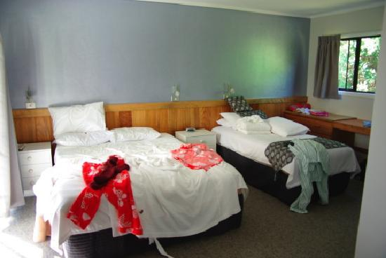 Aataren Norfolk Island Villas: My red pj's grace the queen bed - a single is also included in this room
