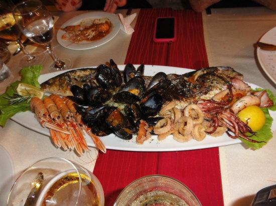 Renaissance Art Restaurant: Seafood Plate