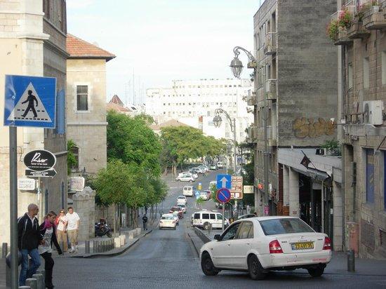 Jerusalem Tower Hotel: Vista desde la calle .enfrente del hotel