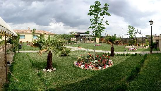 Almazara de Valdeverdeja: Jardines