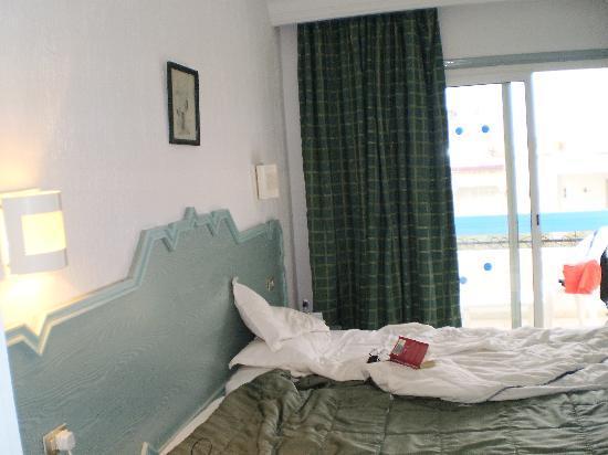 Kaiser Hotel : nice bed