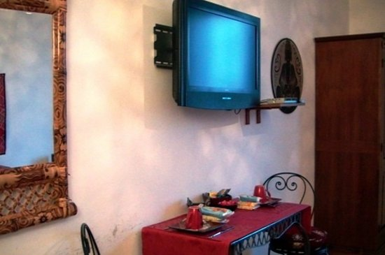 Ines B & B: lcd tv satelitte chanels