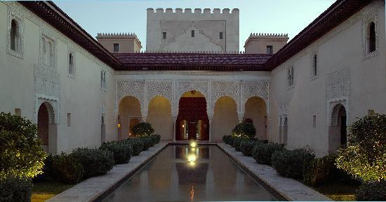 Relais & Chateaux Ksar Char-Bagh: The patio