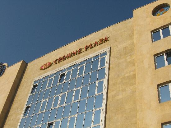 Crown Plaza International: hotel front