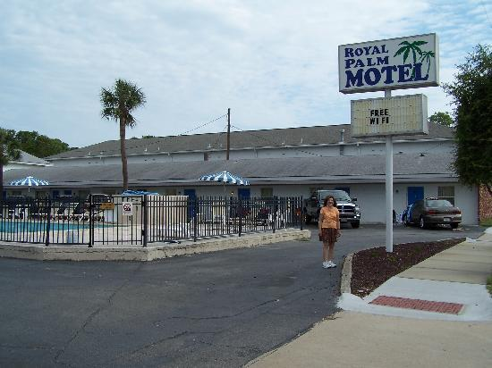 Royal Palm Motel: North Side of Motel