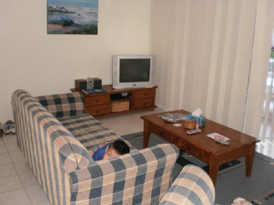 Surfers Beach Holiday Apartments: The living area