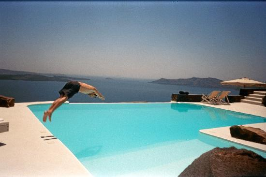 Aenaon Villas: Me diving into their swimming pool!