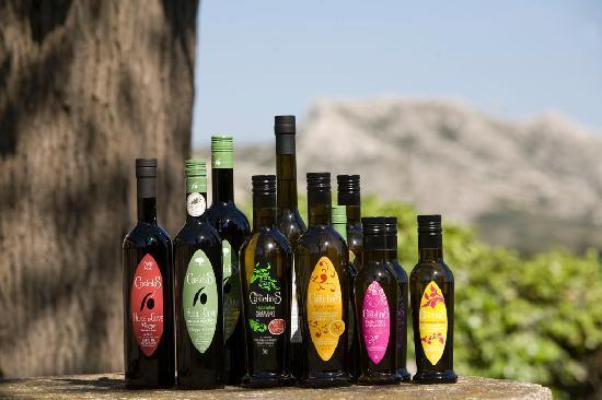 Moulin CastelaS: Notre gamme d'Huile d'Olives, Our range of Olive Oils