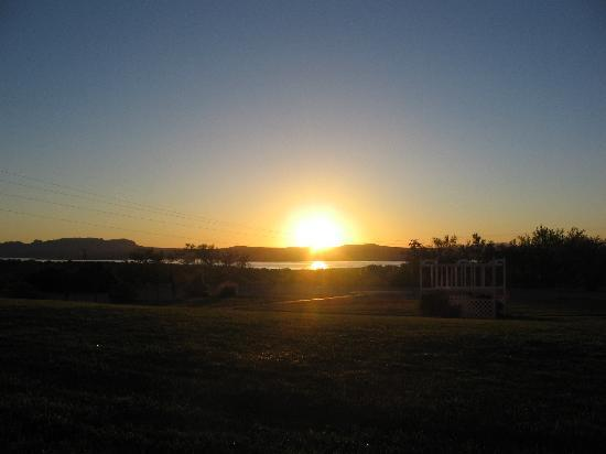 Elephant Butte Inn: Sunrise from our room <3