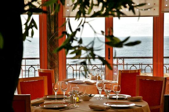 L'Etoile des Mers Restaurant : L'Etoile des Mers - Main Room