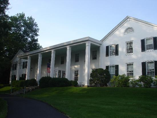 Historic General Lewis Inn: Beautiful....